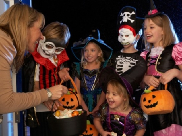 Best-Trick-or-Treat----Generic-jpg_1350914636684_315930_ver1.0_640_480.jpg
