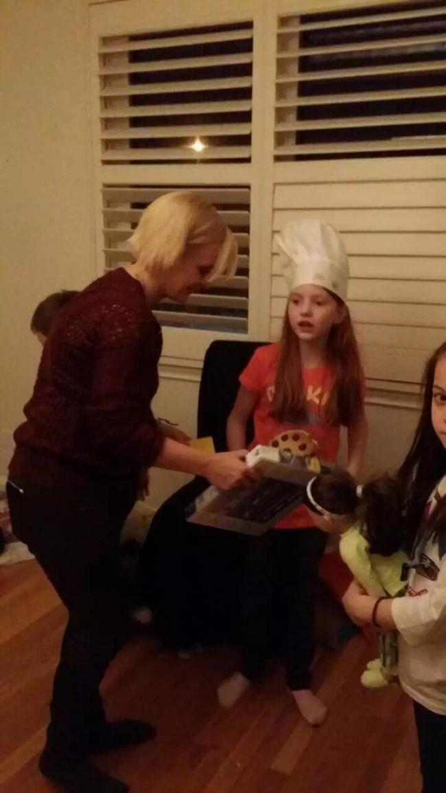 """图一:在家里举办的""""小厨师""""生日派对.jpg"""